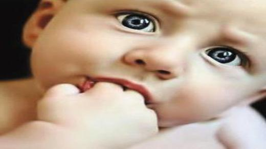 小孩子经常吃手怎么办